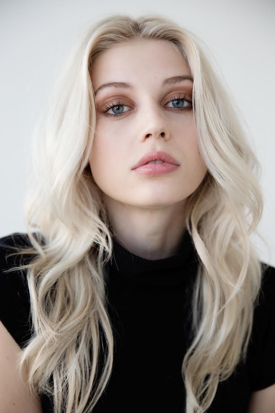 pale-blonde-girl-naked-hot-black-girl-giant-tits-gif